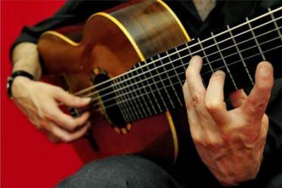 come iniziare a suonare la chitarra